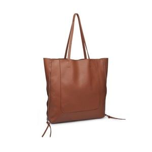 Very large TOTE by Urban Expressions